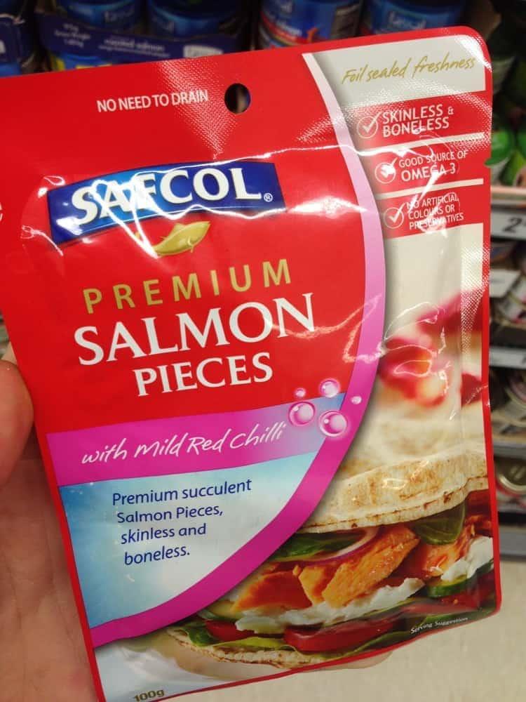 Salmon or Tuna slices in sachet.